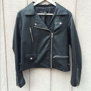 FOREVER 21 BLACK MOTORCYCLE JACKET FAUX LEATHER